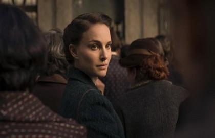 Natalie Portman: στην καρέκλα του σκηνοθέτη για την «Ιστορία Αγάπης και Σκότους»