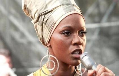 Η Zoe Saldana «μεταμορφώνεται» σε Nina Simone