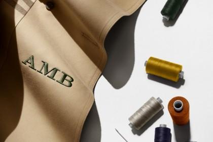 Custom Idea: Η καμπαρντίνα της Burberry τώρα με προσωπικό μονόγραμμα