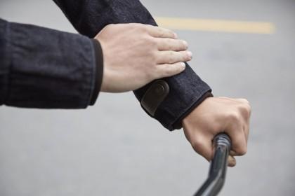 Το νέο jeans jacket των ποδηλατών θα είναι… smart!