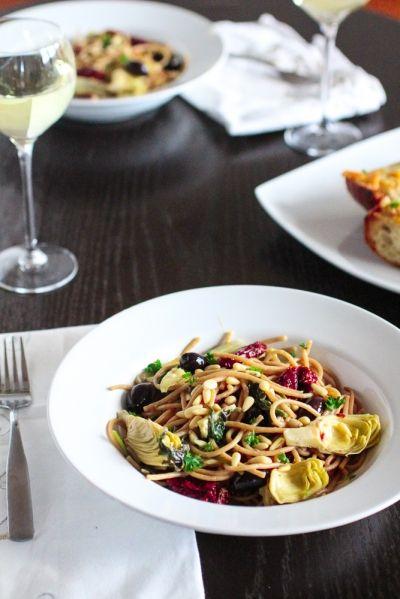 Spaghetti με λευκό κρασί και λιαστές ντομάτες