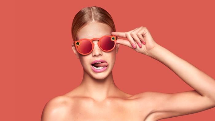 «The Spectacles»: Το Snapchat λανσάρει γυαλιά ηλίου με ενσωματωμένη κάμερα