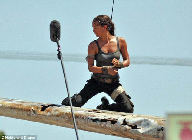 O διάσημος Σουηδός trainer και η Μέθοδος που χτίζει τους κοιλιακούς της επόμενης Lara Croft