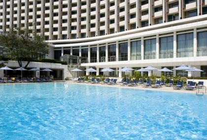 Στην πισίνα του Hilton βρίσκουμε τον απόλυτο αθηναϊκό προορισμό