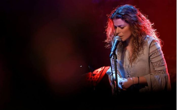 Η Βιολέτα Ίκαρη ανεβαίνει ξανά στον Σταυρό του Νότου με τα τραγούδια της